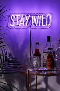 Neon Deco Chambre : signe stay wild n on sweet home pinterest ~ Melissatoandfro.com Idées de Décoration