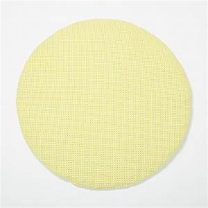 tapis d39eveil bebe rond graphique et pastel With tapis rond jaune
