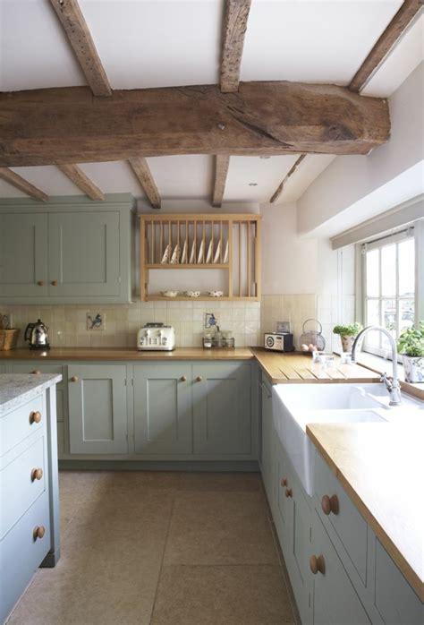 cuisine moderne en bois massif la poutre en bois dans 50 photos magnifiques
