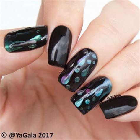 Черный лак для ногтей. Вам нравится?