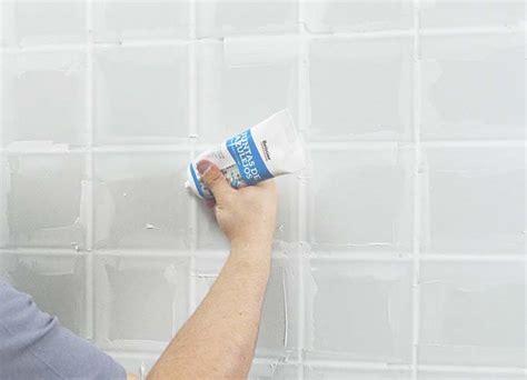 como arreglar las juntas de los azulejos
