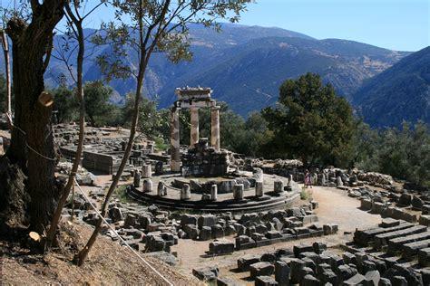 Delfi - Tempio di Atena Pronaia Photo from Delfi in Fokida ...