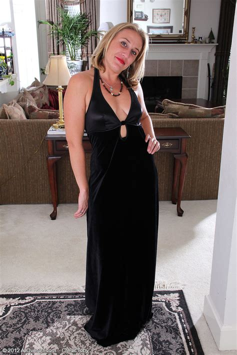 Blond Haired And Elegant Opportunity From Milfs Shows