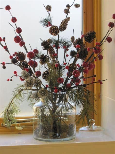 Herbst Blumen Fensterbank by Fensterbank Deko Herbst Strauss Beeren Zapfen Tannengruen