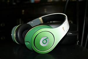 Lime green headphones – Mo Brooklyn Mo Harlem Mo