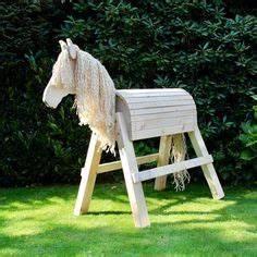 Holzpferd Bauanleitung Bauplan : h bsches holzpferd mit einer gro en auswahl an unterschiedlichstem zubeh r unter ~ Yasmunasinghe.com Haus und Dekorationen