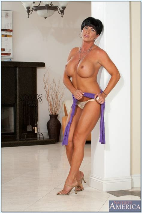 lovely mature woman flaunting her nakedness photos shay