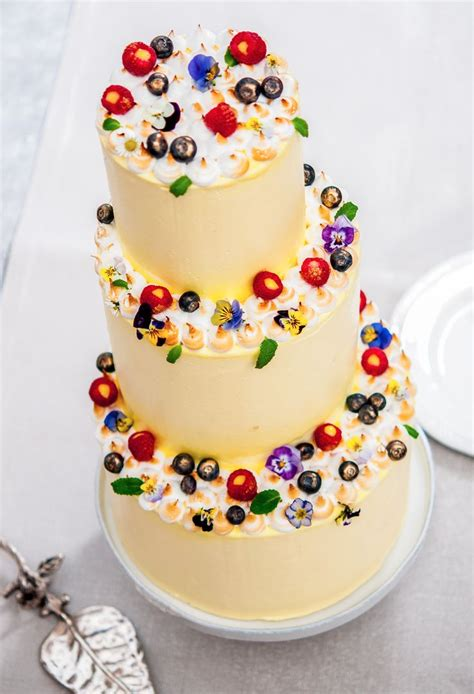 edible flowers  wedding cakes images