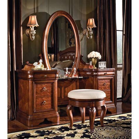 Vintage Bedroom Vanity Set   Bedroom Vanities at Hayneedle