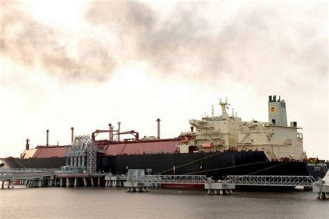 Angola Lng Signs Agreement With British Glencore Company