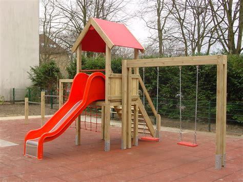 klettergerüst mit rutsche und schaukel spielturm mit schaukel kinderschaukel und rutsche bei spielendraussen de