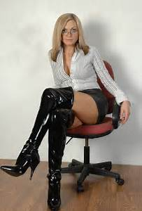 Stunning mature in high boots