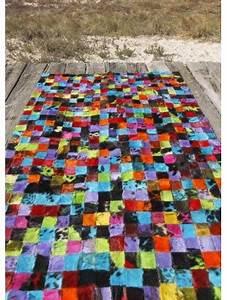 Tapis Cuir Patchwork : tapis patchwork une multitude de combinaison et canap ~ Teatrodelosmanantiales.com Idées de Décoration