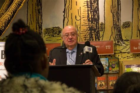 barnes and noble staten island barnes and noble gives nearly 4 000 books to staten island