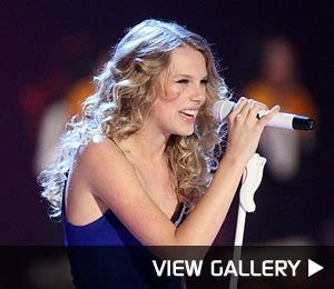 taylor swifts  memorable moments extratvcom