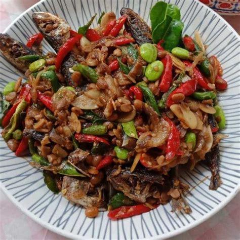 Selain menjadi salah satu bahan dasar makanan, ikan tenggiri juga mudah diolah dengan cara apa pun seperti digoreng, pepes, bakar, atau dijadikan sup. Resep Ikan Masak Tauco dari Chef Michico Octavian | Yummy App
