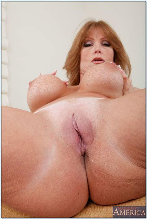 Mature redhead Darla Crane brings out round tits and spreads pink - PornPics.com