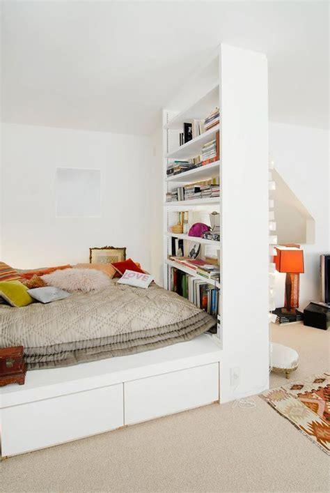 amenager chambre dans salon coin chambre dans le salon 40 idées pour l 39 aménager