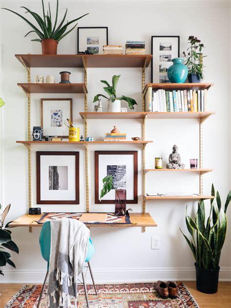 deco design bureau des étagères dans le salon cocon de décoration le