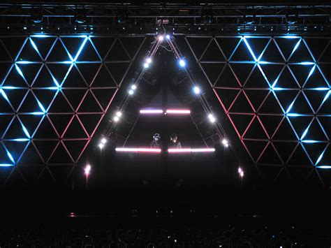 Daft Punk fans share footage from the duo's final few ...