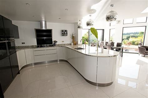 Open Plan Curved Kitchen