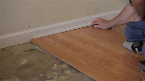 video   install laminate flooring  removing