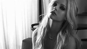 Avril Lavigne HD Desktop Wallpapers