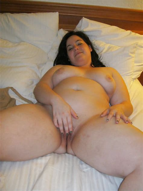 Sexy Mature Mom Poses On Bed With Spread Legs 21 Pics