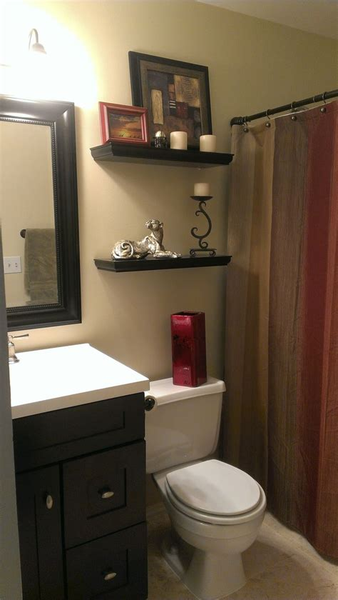 small bathroom  earth tone color scheme