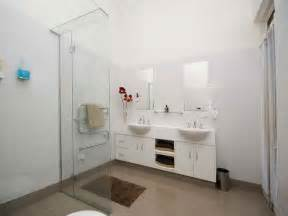 small white bathroom decorating ideas miscellaneous bathroom decorating ideas pictures for small bathrooms with white theme bathroom