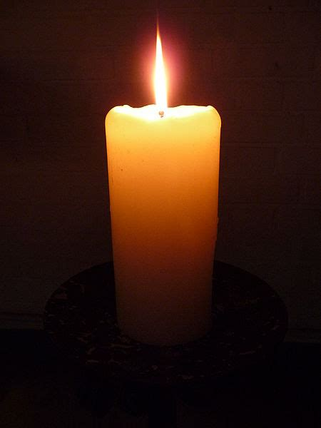 photo de bougie allumee la pyromancie la divination par le feu ou les flammes journal de la voyance