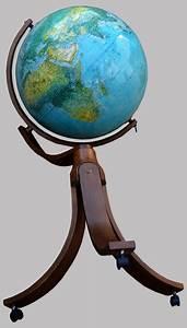 Globe Terrestre Sur Pied : geoscope grand globe terrestre lumineux mont sur pied tripode ~ Teatrodelosmanantiales.com Idées de Décoration