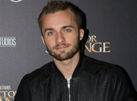 photo de squeezie squeezie le youtubeur bat un nouveau record