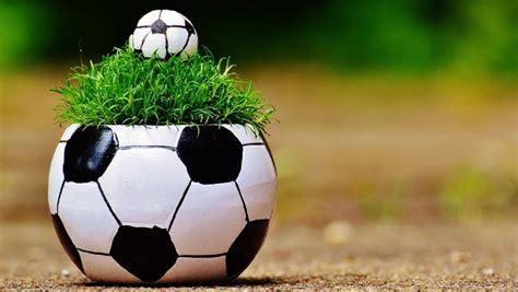 Compare the borrowing football (american football). Mathe-Fußball-Fragen als Anstoß für gute Aufgaben