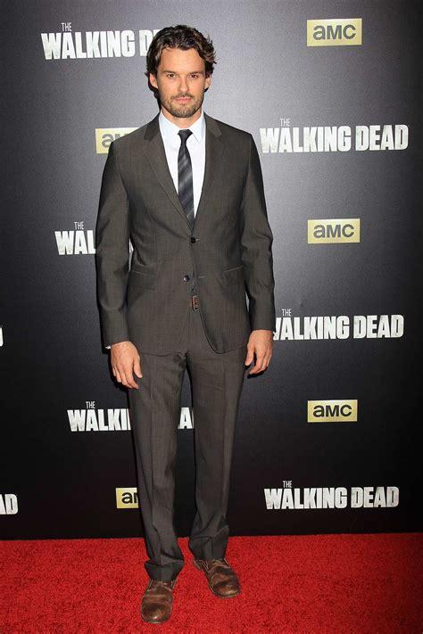 Austin Nichols and Chloe Bennet at The Walking Dead ...