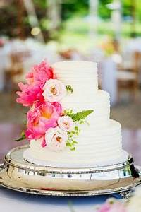 Two Tier Round Wedding Cake With Flowers Round wedding cakes, Wedding cake and Rounding