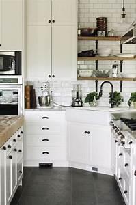 la cuisine blanche et bois en 102 photos inspirantes With cuisine bleue et blanche