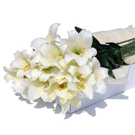 bloemen in box flower box witte lelies geschenk gift be
