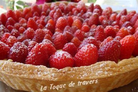 tarte aux fraises creme patissiere pate feuilletee tarte feuillet 233 e aux fraises pour f 234 ter les mamans la toque de travers