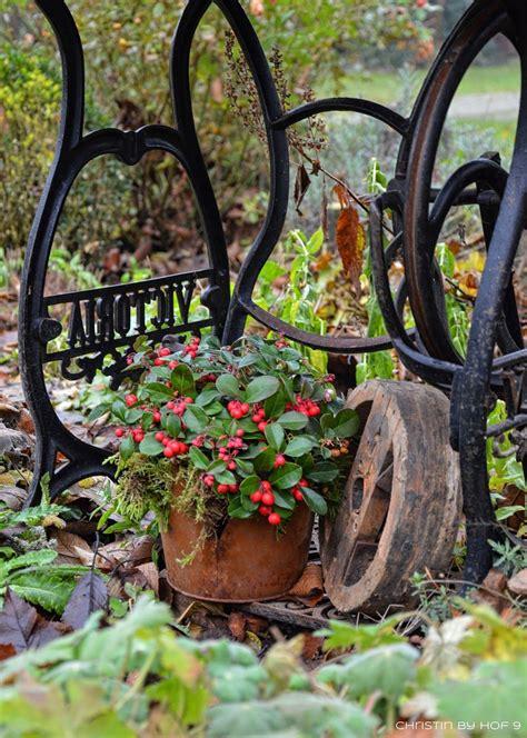 Weihnachtsdeko Gartenzaun by Quaste Aus Kiefernadeln Nat 252 Rliche Gartendeko Im Winter