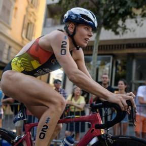 During the bike lindemann immediately made a statement, putting the pace on the field. Laura Lindemann | Deutsche Triathlon Union