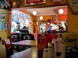 American Diner Einrichtung : cheeseburger mit pommes und krautsalat und halbe portion spareribs bild von chevy american ~ Sanjose-hotels-ca.com Haus und Dekorationen
