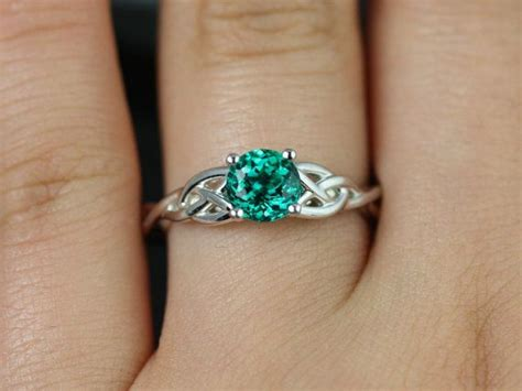 Best 25+ Emerald Rings Ideas On Pinterest