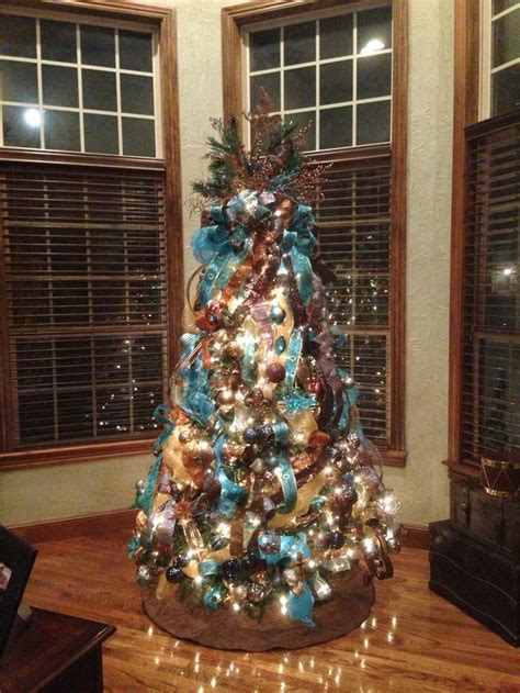 chocolate brown and turquoise christmas tree works perfect