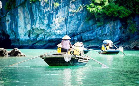 Boat Tour Hanoi by Cruise Halong Bay 2 Days Starlight Cruise