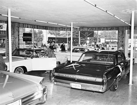 pontiac showroom  grand prix chapter retro cars