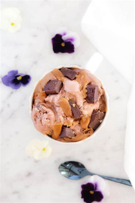Mèches Et Caramel Ma Glace Gourmande Au Chocolat Noir Brownie Et Caramel Beurre Sal 233