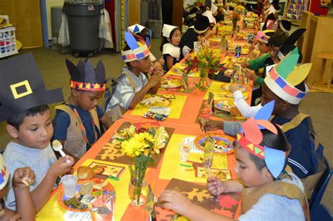 kindergarten students at milford elementary 846 | milford tgiving 01