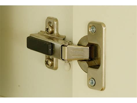 charniere de porte de placard porte placard invisible des id 233 es