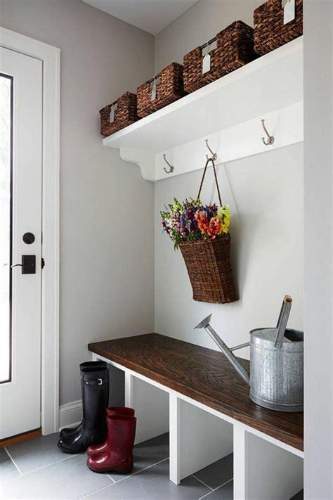 banc pour vestiaire comment sauver d espace avec les meubles gain de place